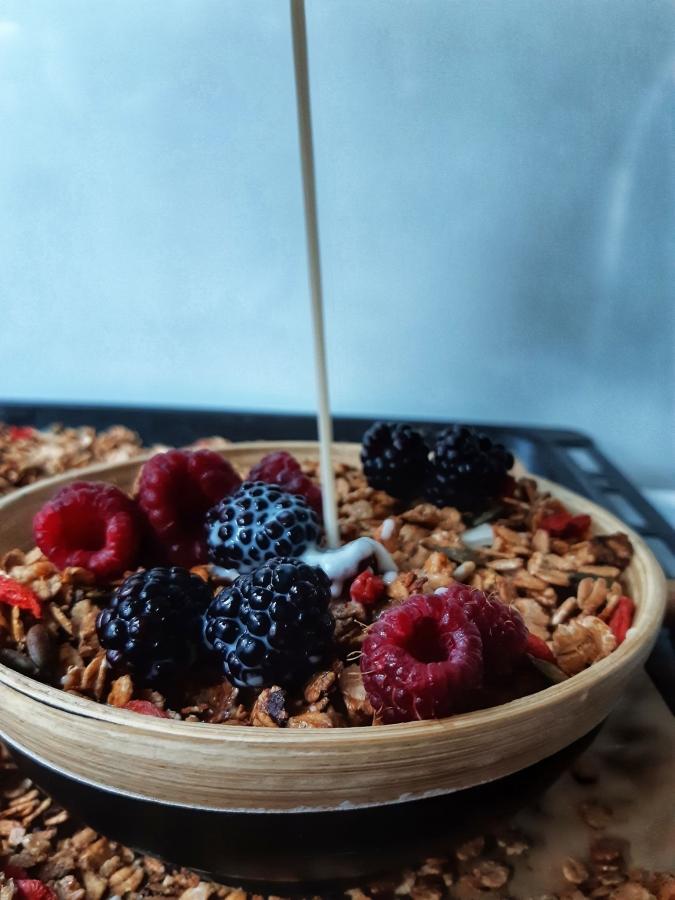 Granola cu fulgi de grau si fructe uscate